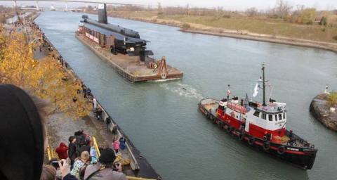 Remorquage de sous-marin retiré du service