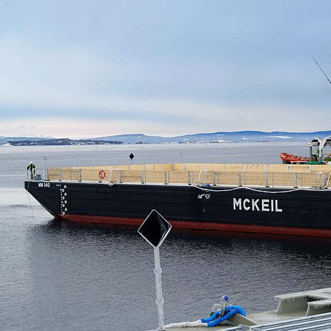 Image of McKeil Marine's MM140 barge, part of the Project Fleet.